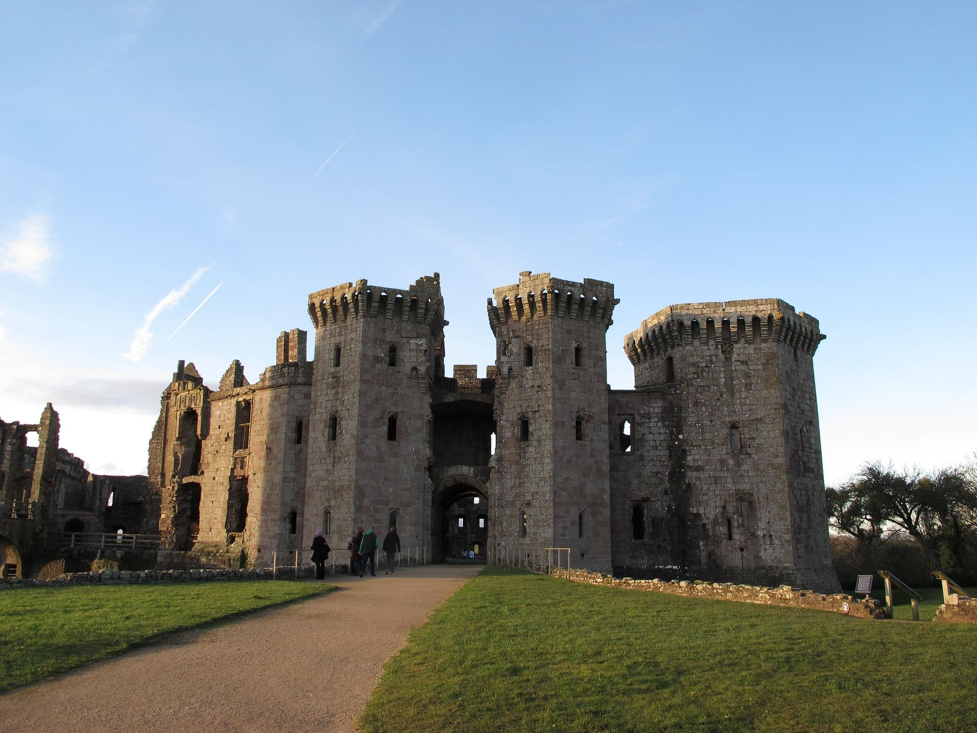 Piper Visits Dog Friendly Raglan Castle - Dog Furiendly
