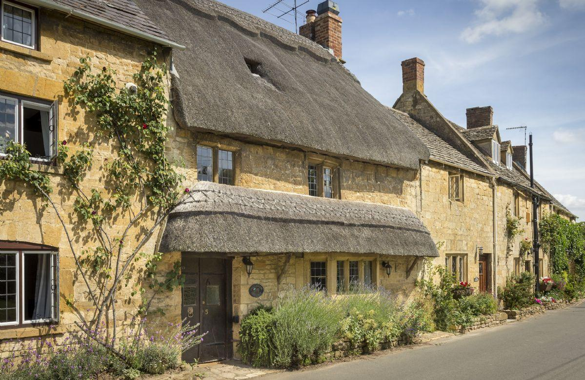 Inglenook Cottage - Dog Friendly Holidays in the Cotswolds